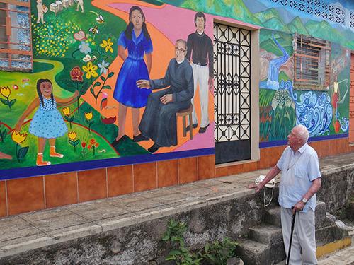 Pelton With Perquin Mural